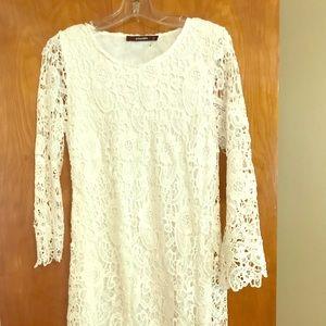 Dresses & Skirts - Gorgeous white lace dress!